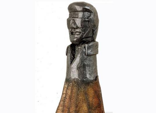 Micro escultura de Elvis Presley en punta de lápiz