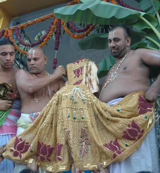 The subtle process in performing the ritual of 'Oti bharane' and its merits. What is the benefit in specific colour selection of the sari and blouse-piece offered to the Goddess?