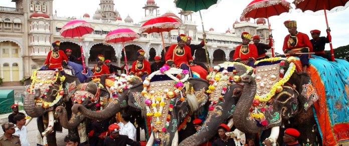 golden-royal-elephant-throne