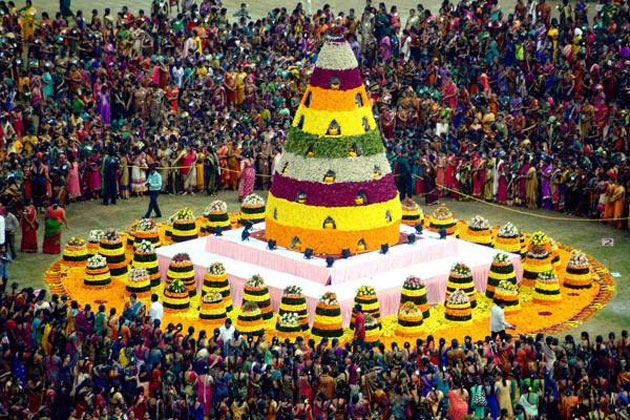 telangana-maha-bathukamma-gains-guinness-record-photos-4