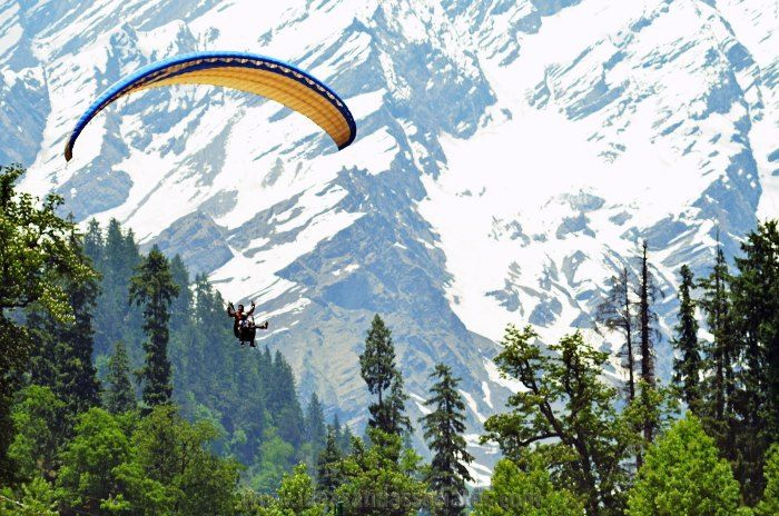 Beat your fear of heights as you go paragliding in the valleys of solang