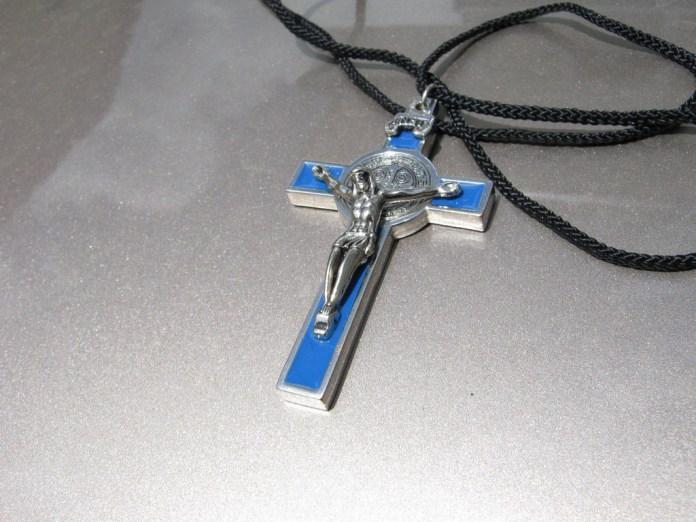 Crucifix pendent