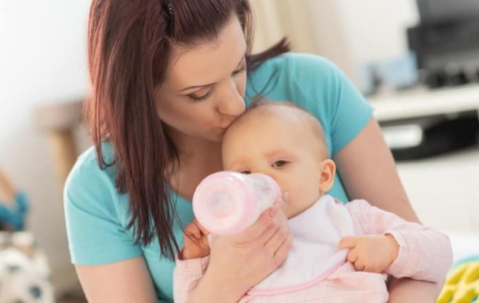 Paced feeding explained/paced bottle feeding instructions. | Work Breastfeed Mom #breastmilk #workingmom