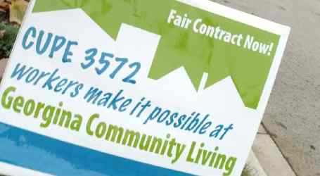Sign of the times – Georgina residents offer up front lawns in support of CUPE 3572