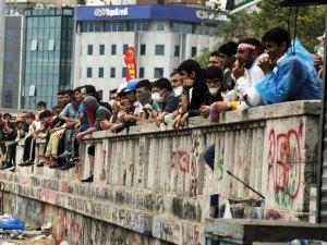 Demonstrators wait at the entrance of Taksim Gezi park on June 12.