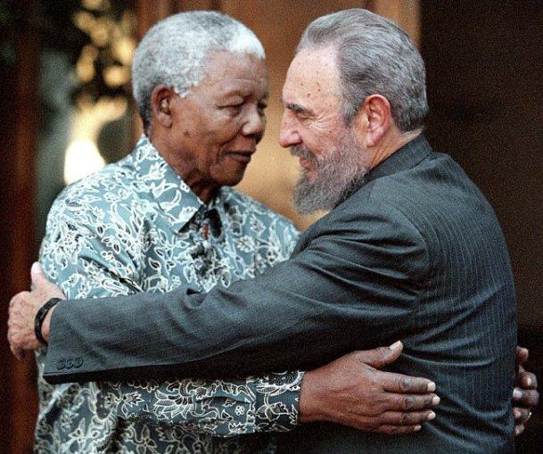 Nelson Mandela y Fidel Castro