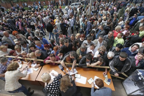 Workers voting in Donetsk, May 11.