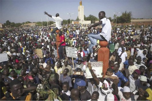 Hundreds of thousands of Burkinabes reject neoliberal ruler after 27 years.Photo: Burkina Faso