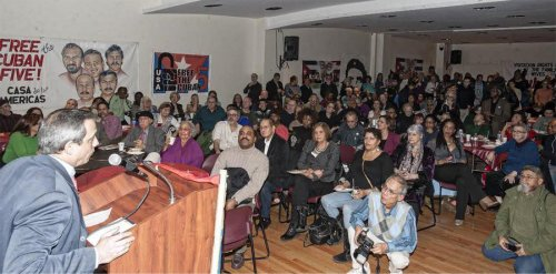 A standing-room-only crowd in New York City at a Jan. 3 program commemorating the 56th anniversary of the Cuban revolution and the freedom of all the Cuban Five heroes. At the podium is Rodolfo Reyes Rodríguez, Permanent Representative of Cuba to the United Nations. The event was organized by the July 26th Coalition of New York and New Jersey.Photo: Roberto Mercado