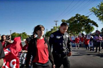 Fifteen striking workers arrested at Verizon shareholders' meeting, Albuquerque, N.M.
