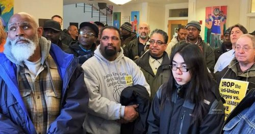 Members of Local 8751 defy blizzard to pack court.WW photo: Steve Kirschbaum