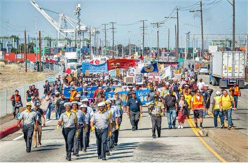 ILWU Local 10 stops work to protest police brutality.WW photo: Terri Kay