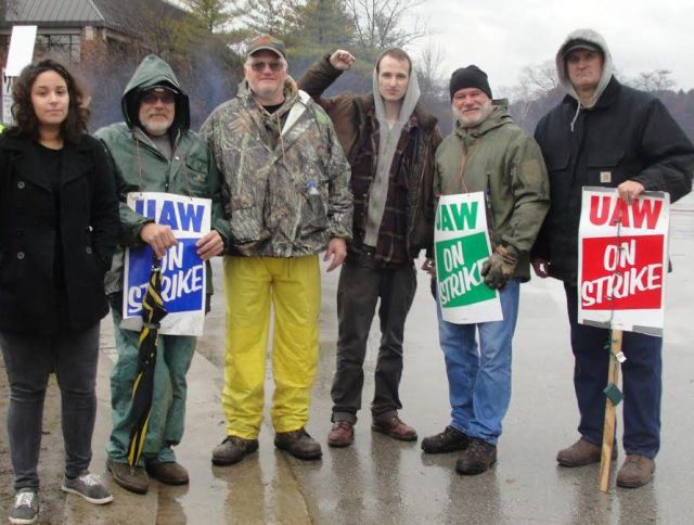 Members of Rockford Fight Imperialism Stand Together join striking UAW Local 833 members at the Kohler Co. Dec. 14.