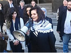Rasmea Odeh thanks supporters at court house, March 12. WW photo: Abayomi Azikiwe