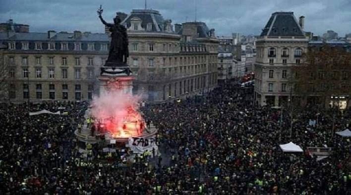 france revolt