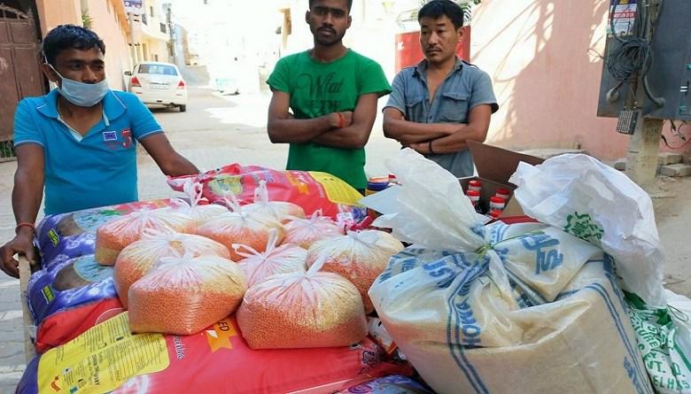 Photo of वर्कर्स यूनिटी हेल्पलाइन ने दो हज़ार मज़दूर परिवारों को मदद पहुंचाई, क्राउड फंडिंग से खर्च किए साढ़े चार लाख रु.