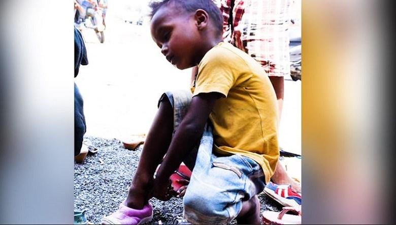 Photo of लॉकडाउन की कहानियांः मैं उस बच्चे की आंख में नहीं देख सका, उसने बिस्कुट टेबिल पर रखा और चल पड़ा