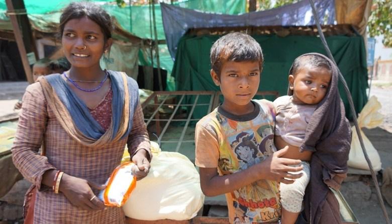 Photo of भोपाल में हज़ारों मज़दूरों को मदद पहुंचाने वाले नागरिक समूह की कहानी