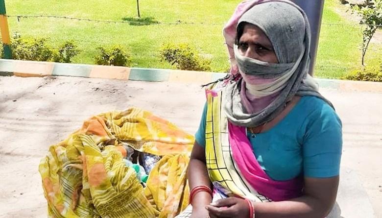 Photo of बर्तन बेच कर परिवार का पेट पालने वाली महिला, कूड़ा बीनने को हो गई मज़बूर