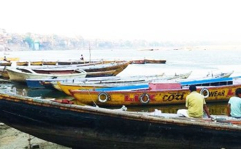 banaras varanasi river bank boat
