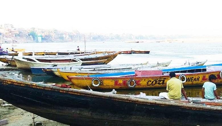 Photo of बनारस के 18 हज़ार नाविक भुखमरी के शिकार, भूख मिटाने को बेच रहे गहने और घर के सामान