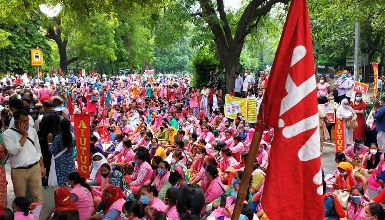 Photo of ब्रेकिंगः ट्रेड यूनियनों के ख़िलाफ़ दिल्ली पुलिस ने किया एफ़आईआर, 9 अगस्त को जंतर मंतर पर किया था प्रदर्शन