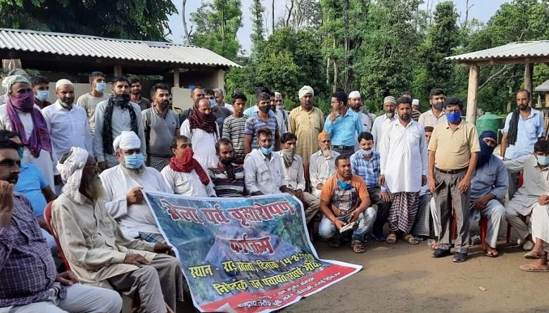 Photo of जिन वन गुर्जरों को उत्तराखंड सरकार भगा रही वे जंगलों को बचाने के लिए चला रहे वृक्षारोपड़ कार्यक्रम