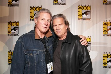 bruce-boxleitner-jeff-bridges-tron-comic-con-2010