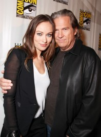 olivia-wilde-jeff-bridges-tron-comic-con-2010