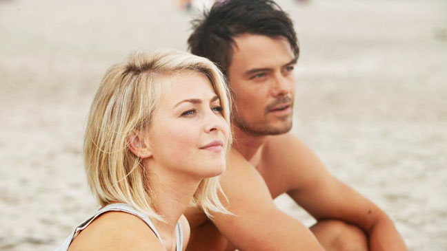 Love blossoms on the beach in 'Safe Haven'.