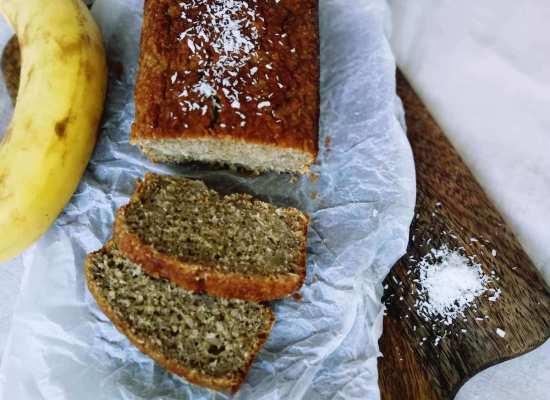 Supersaftiger und zuckerfreier Bananenkokoskuchen