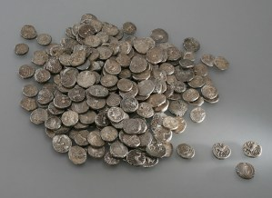 With almost 300 coins, the Füllinsdorf hoard is the largest collection of Celtic coins ever found in Switzerland.