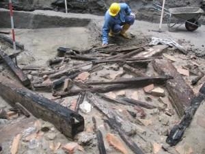 Excavating the collapsed roof. Image: Domenico Camardo