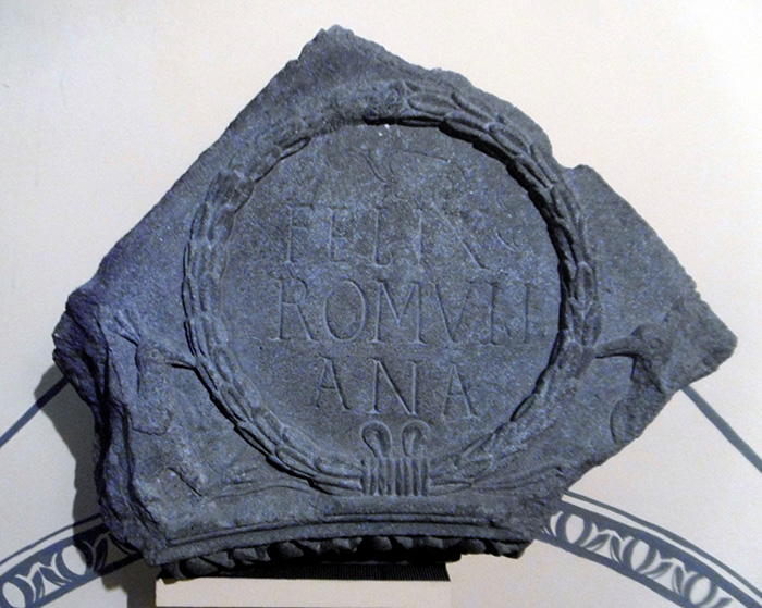 An engraved fragment of archivolt