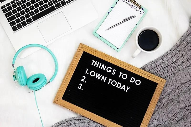 Manter seus objetivos no local de trabalho ajuda a manter-se motivado. Crédito da imagem: Emma Matthews Digital no Unsplash.com