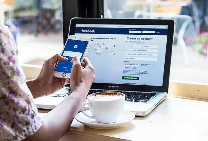 O Facebook revolucionou a maneira como pessoas de todo o mundo se conectam e interagem.  Crédito da imagem: PK Studio / Shutterstock.com
