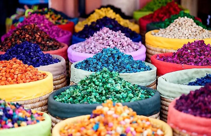 Os comerciantes que vendiam cores costumavam tentar competir entre si.