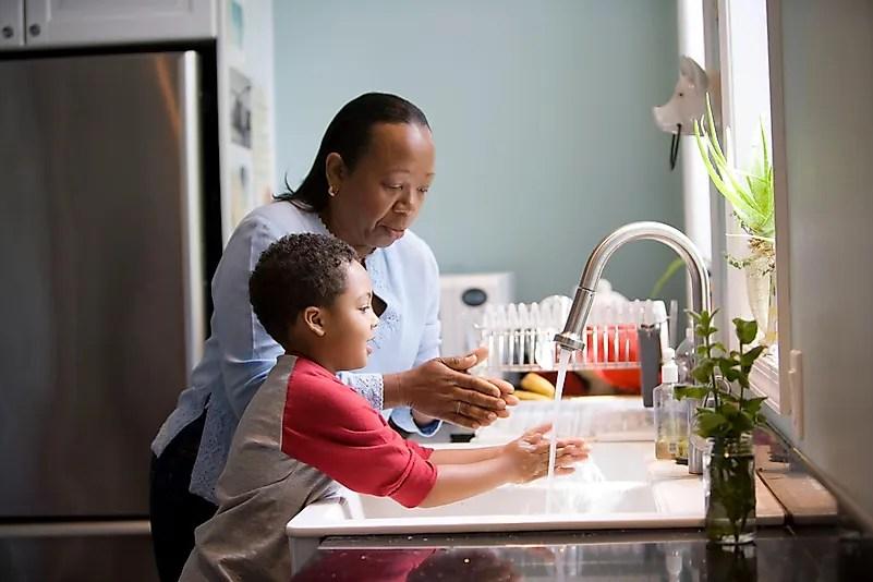 Lavar as mãos garante que você não passe o COVID-19 para ninguém. Foto de CDC no Unsplash