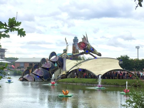Smok na wodzie na Tomorrowland