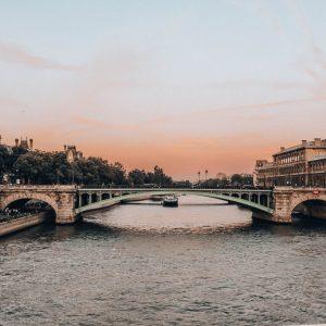 Filmy z Paryżem w tle