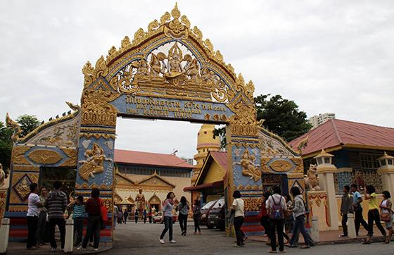 wat-chayamangkalaram-thai-buddhist-temple-14