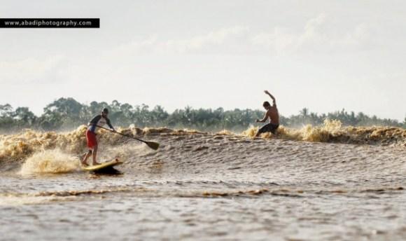 sarawak-malaysia-borneo-sri-aman-colas-rathbone-surfing-tidal-bore-benak