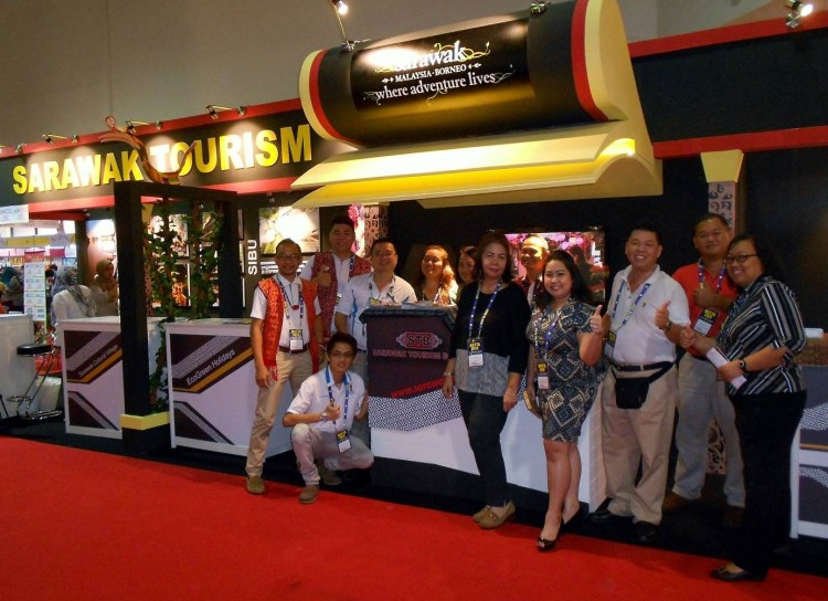 Sarawak Delegation of hoteliers and agents giving the thumbs up, ready to go all out at the fair.