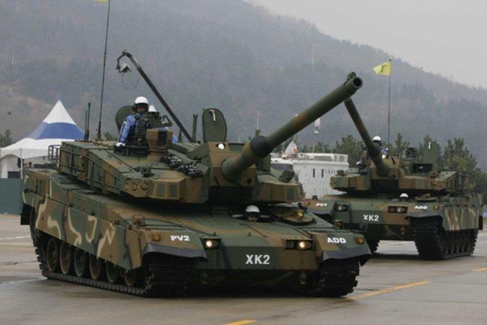 Le char T-14 a été monté sur la suspension russe la plus moderne grâce à un microprocesseur qui contrôle individuellement chaque galet (rouleau) des chenilles. Une des configurations créées par la suspension est la configuration « assise », qui assure au char un profil très bas en déplacement et une meilleure adhérence dans les lignes droites. Une autre configuration est « haute », avec l'avant surélevé par rapport à l'arrière, utilisée dans les manœuvres sur des terrains avec des obstacles. Le plus intéressant est la configuration « à genoux » qui soulève l'arrière du char plus haut que l'avant, donnant à l'arme à feu un plus grand angle. Notamment pour les cibles aériennes volant à faible altitude.