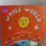 WHOLE WORLD: UN MARAVILLOSO LIBRO CON MÚSICA