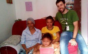 Raimunda with her family and Dr. Rodrigo D'Aurea from the Community Health Center