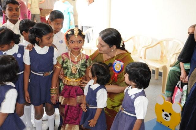 Mathioli R. Saraswathy with children