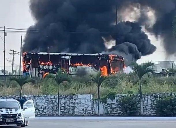 Se registra incendio de bus en Noreste de Guayaquil