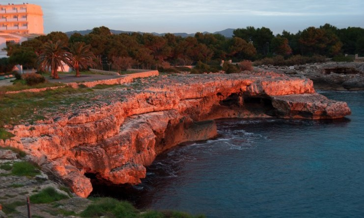 Dos estadounidenses caen y mueren mientras escalaban en una isla española