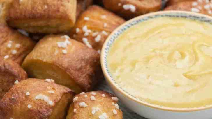 Vegan Soft Pretzels With Cheese Dip